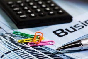 Est-il exact que tous les biens de moins de 500 euros peuvent être comptabilisés directement en charges ?